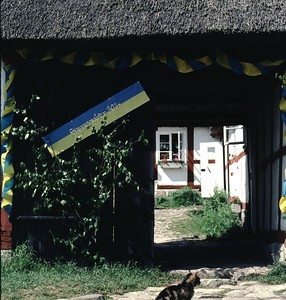 Entrance to the farmyard of the enclosed 18th century farmhouse Skepparpsgården in Haväng.