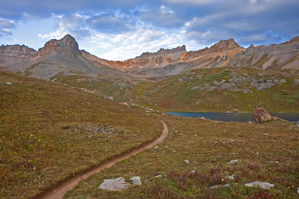 The trail that leads to Upper Ice Lake