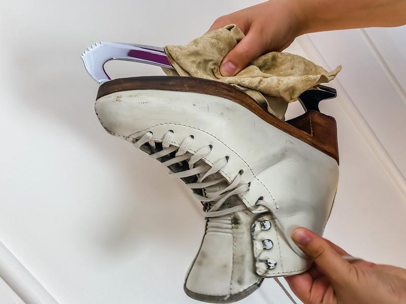 Drying ice skates