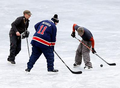 Ice hockey at Lake Paran. 011717