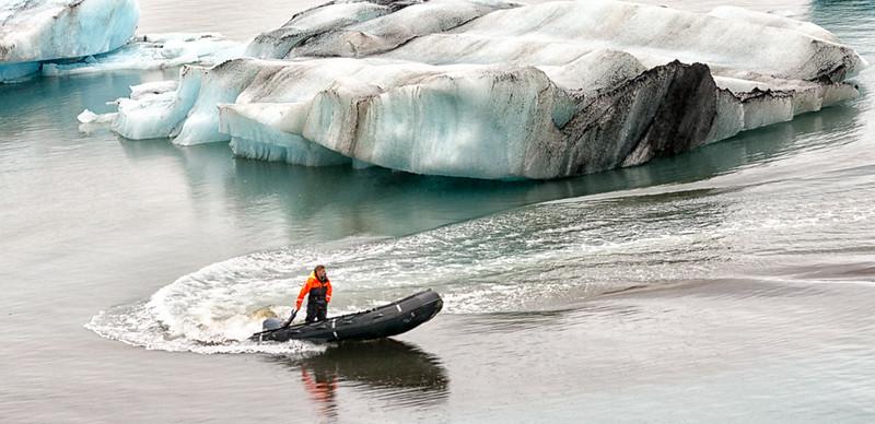 Jokulsarion glacier lagoon-saftey boats
