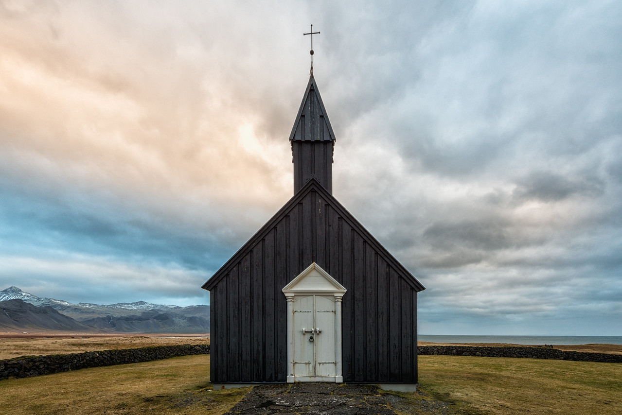Búðir Church and Mountains