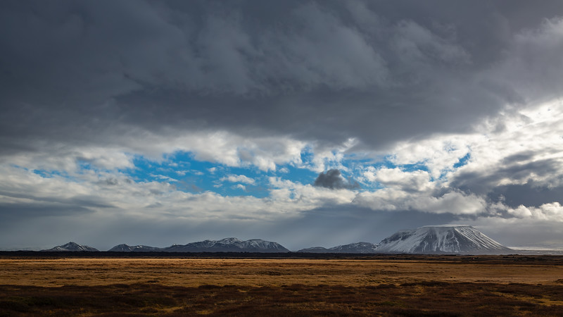 Búrfell (Mývatn) : a table mountain formed by an eruption that melted his way up through an ice sheet