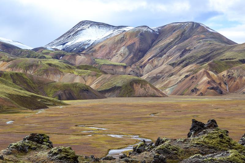 Between the rhyolite ridges in the Vondugiljaaurar valley (Landmannalaugar)