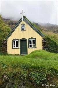 Hofskirkja -a turf church