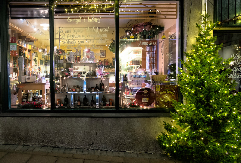Window of a delicatessen store at christmas time