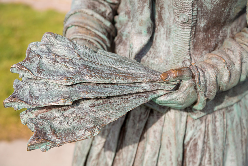 Statue of the Nairn Fishwife