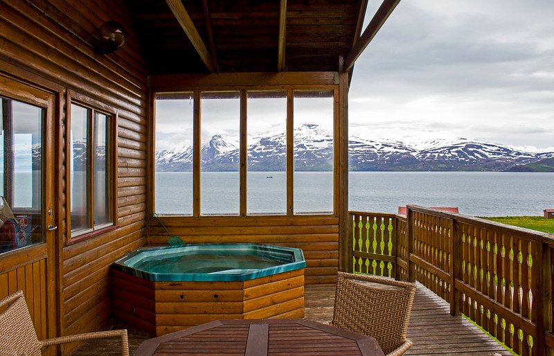 Cottages with hot tubs in Iceland