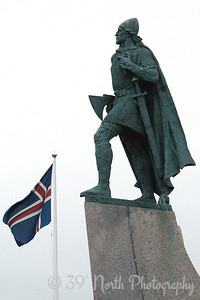 Statue of Leifur Eiríksson in front of Hallgrímskirkja. This statue was a gift to Iceland from the US on the one thousandth anniversary of the AllÞing (Icelandic parliament).
