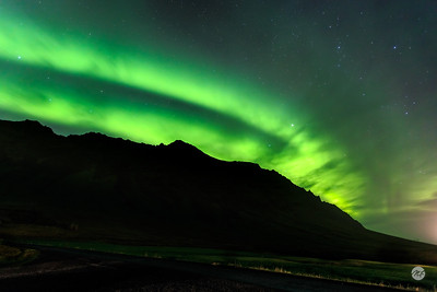 Mountains versus aurora