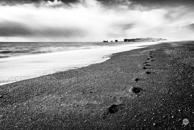 Black sand footsteps mono