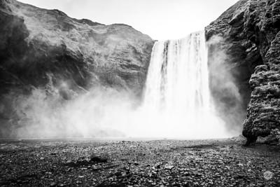 Skógafoss falls mono 2