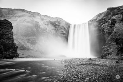 Skógafoss falls mono 1