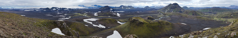 View from atop Hvanngilhauser ridge (glaciers Mýrdalsjökull and Eyjafjallajökull on the left, Hvanngil Hut in the dale to the right)