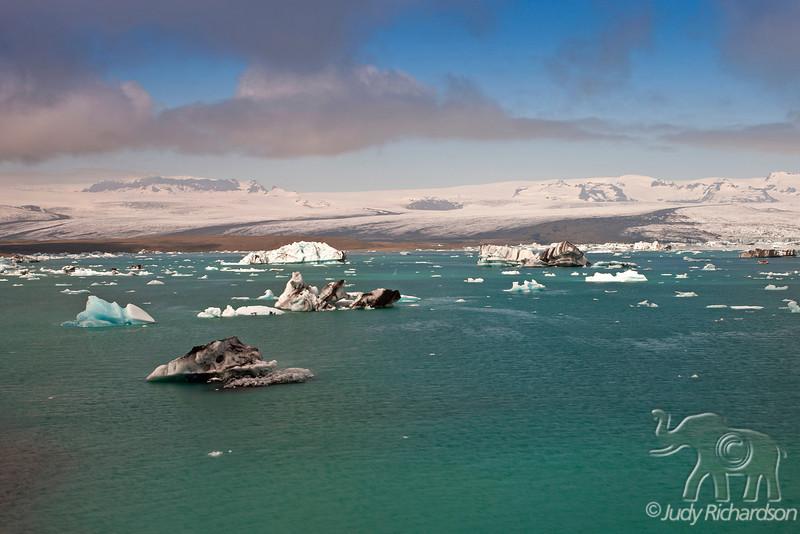 Breiðamerkurjökull Glacier and Jökulsárlón Lagoon icebergs