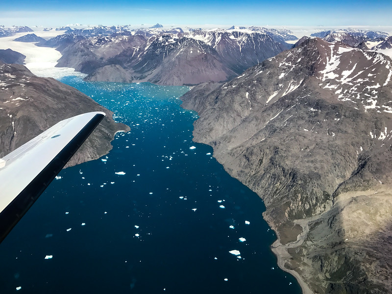 Glaciers everywhere, come to meet the water