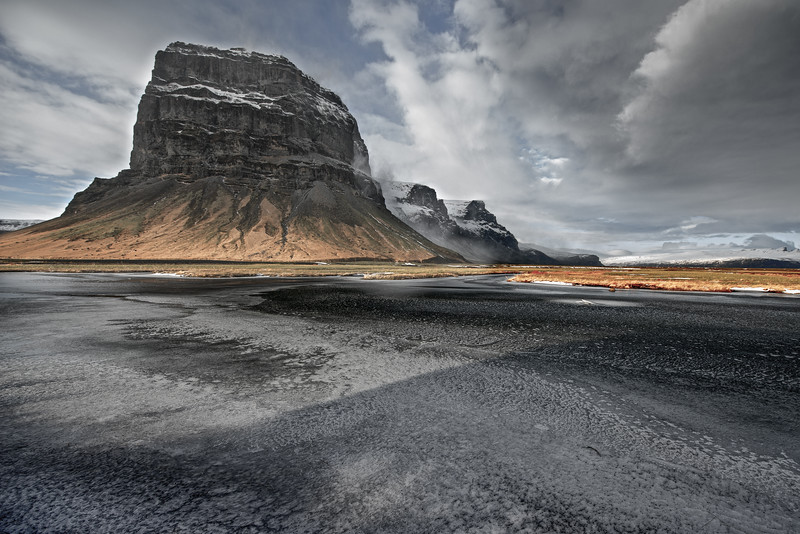 Outliers, Iceland