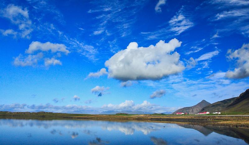 Τα ανατολικά φιόρδ παίρνουν τη σκυτάλη στο δρόμο των εντυπώσεων, όπου μόνο στο Seydisfiordur, τη διαδρομή μας συνοδεύουν 25 (!!!) μικροί και μεγάλοι καταρράκτες.<br /> Διασχίζοντας την ερημική ενδοχώρα, θα καταλήξουμε στην περιοχή της λίμνης Myvatn.