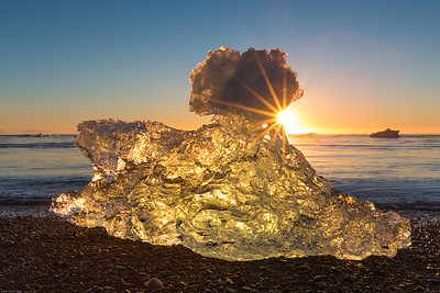 Sunrise on the Jökulsárlón Beach