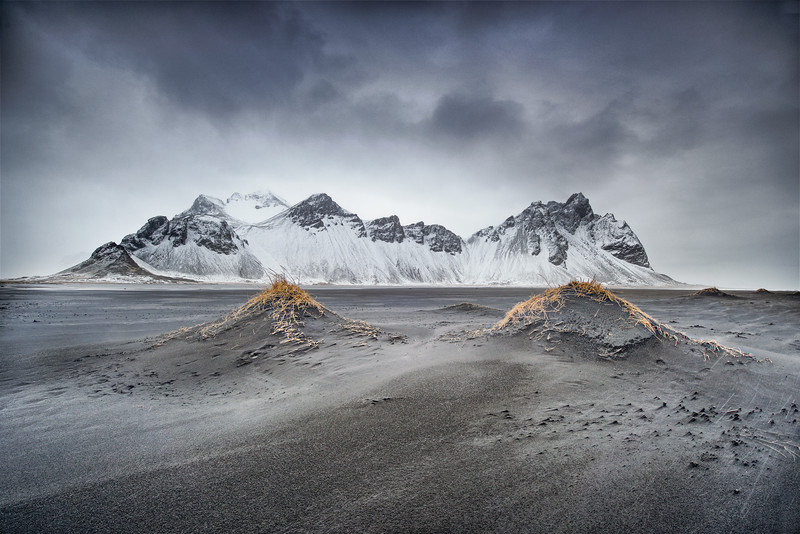 Peaks and dunes