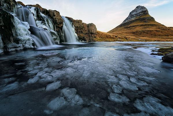 kirkjufell in ice