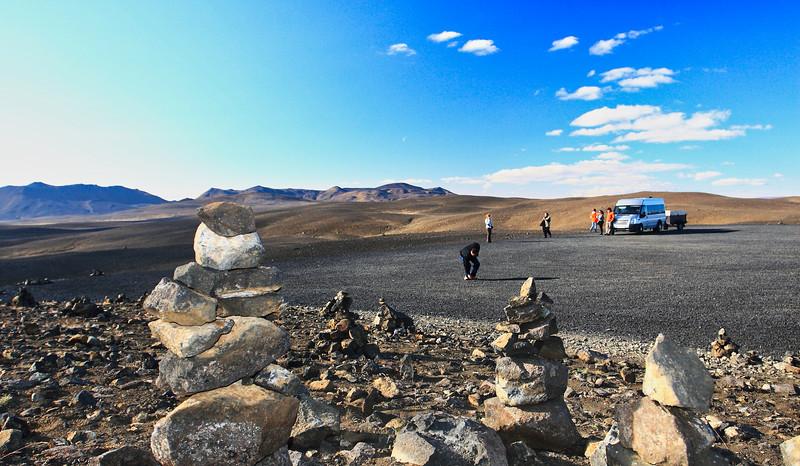 Σε πολλά σημεία, το τοπίο θυμίζει περισσότερο σεληνιακό έδαφος, παρά έδαφος χώρας αυτού του πλανήτη...