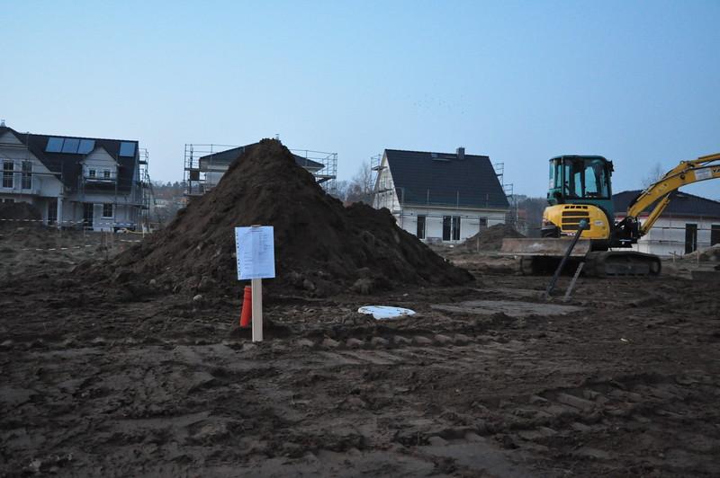 Die Bauarbeiter haben das Baustellenschild umgesetzt, na von mir aus. Dahinter Mount Weber. :)