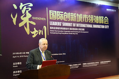 ICMA Past President Lee Feldman delivering a key note in Shenzen.