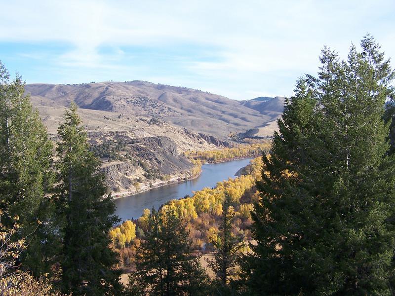 Snake River with autumn folliage. Idaho. 10.08