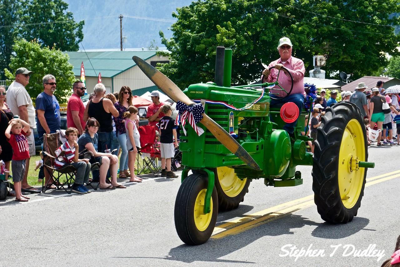 Bayview Daze Parade, Deere with prop