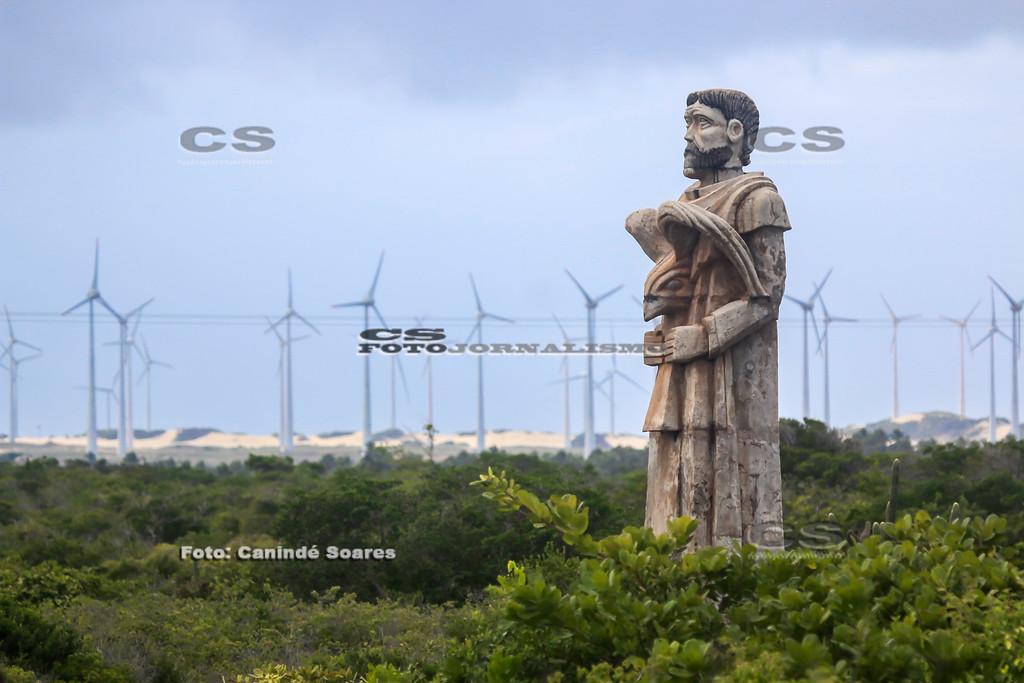 Estátua na BR 101, entrada para praia de Zumbi
