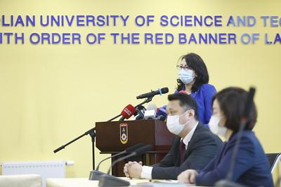 2021 оны нэгдүгээр сарын 13. Засгийн газрын ээлжит хуралдаанаас гаргасан шийдвэрийн талаар Боловсрол, шинжлэх ухааны сайд Л.Цэдэвсүрэн мэдээлэл хийлээ. ГЭРЭЛ ЗУРГИЙГ Г.ӨНӨБОЛД/МРА