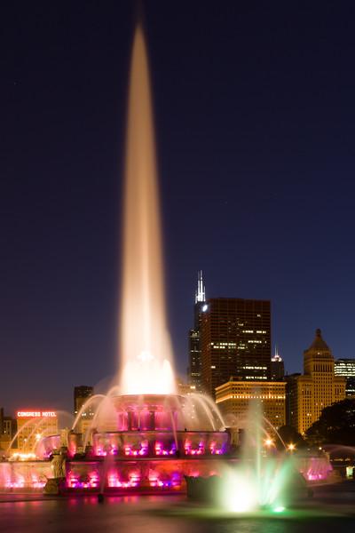 Buckinham Fountain at night. Chicago, IL<br /> <br /> IL-080601-0380