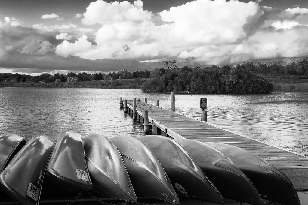 Cold weather brings to an end the canoeing season at Silver Lake. Wheaton, IL<br /> <br /> IL-091006-0005-BW