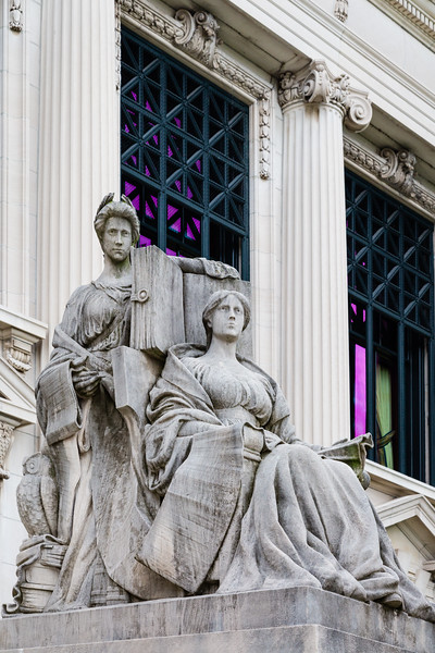 Sculptures outside the Supreme Court of Illinois