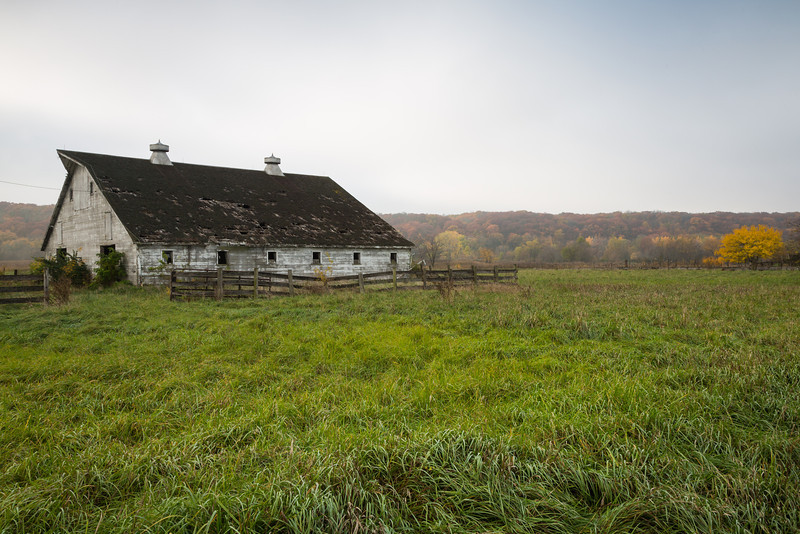 A light fog surrounds an old barn near the entrance of Starved Rock State Park. Lasalle County, IL<br /> <br /> IL-121020-0007
