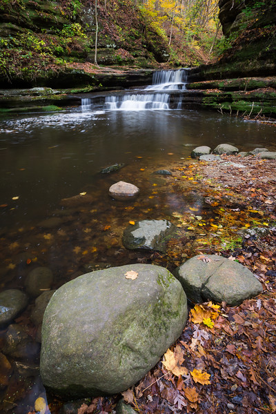 Autumn color along the Giant's Bathtub waterfall in Matthiesen State Park. Lasalle County, IL<br /> <br /> IL-171025-0053