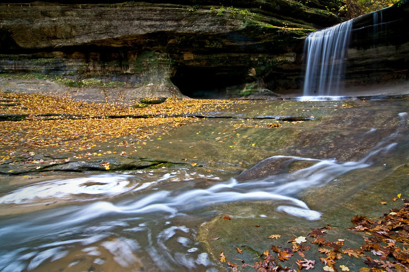 SR 021                       The waterfall at the back of LaSalle Canyon at Starved Rock State Park, Utica, Illinois.
