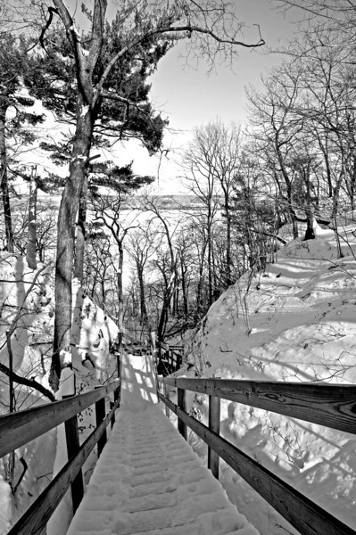 SR 047                       A stairway leads down to the banks of the Illinois River at Starved Rock State Park, Utica, Illinois.