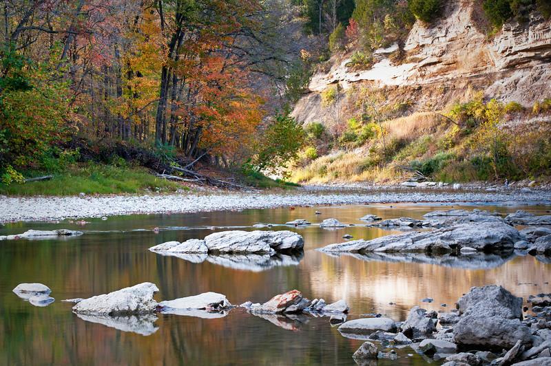 SR 086                           Fall color on the Vermillion River as it runs through Matthiessen State Park near Ottawa, Illinois.
