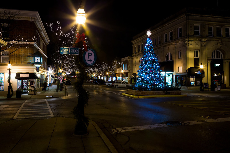 Christmastime at downtown Glen Ellyn. Glen Ellyn, IL<br /> <br /> IL-121206-0025