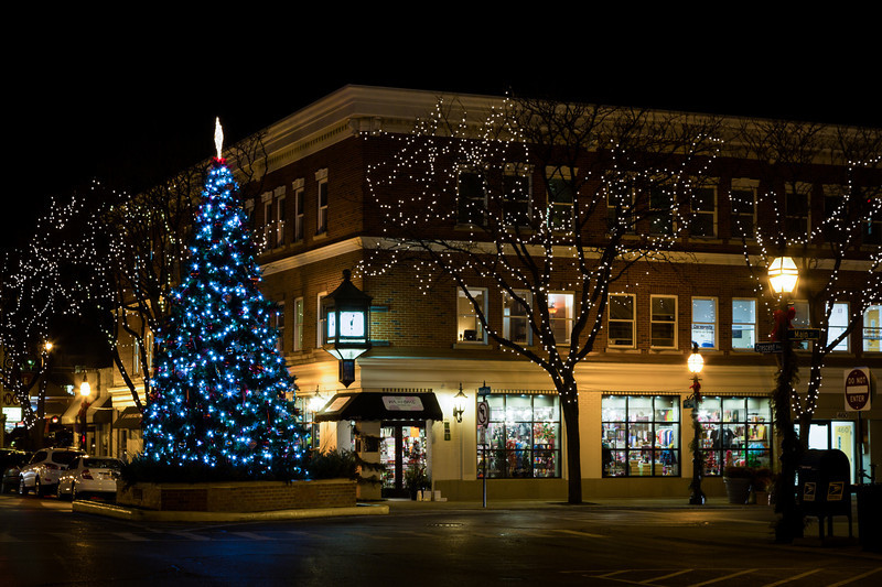 The Glen Ellyn Chrismas Tree at the intersection of Crescent and Main. Glen Ellyn, IL<br /> <br /> IL-121206-0009