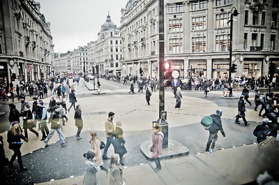 Piccadilly hustle and bustle