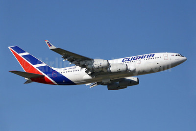 Cubana de Aviacion Ilyushin Il-96-300 CU-T1250 (msn 74393202015) LGW (Keith Burton). Image: 900067.