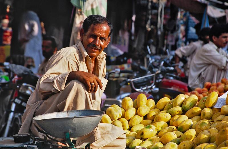 Market vendor, Rawalpindi, Punjab, Pakistan