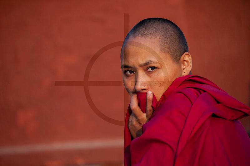 Buddhist nun, Boudhanath Stupa, Kathmandu, Nepal