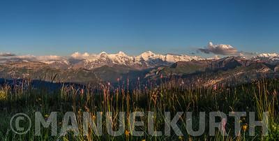 Blick vom Niederhorn auf Eiger, Mönch und Jungfrau