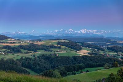 Blick vom Bantiger auf Eiger, Mönch und Jungfrau und die Berner Alpen