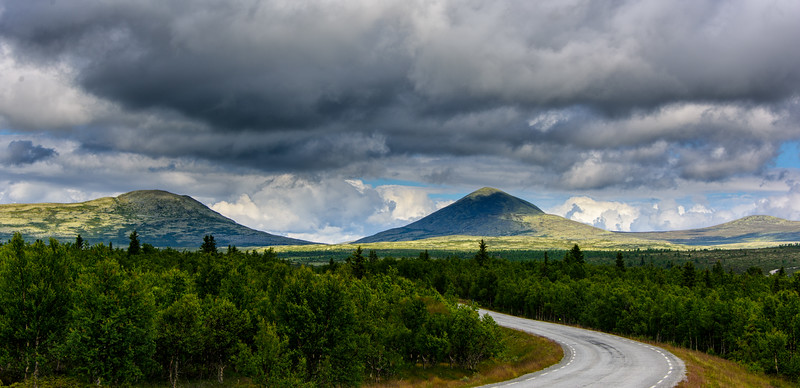 Driving into the Rondane