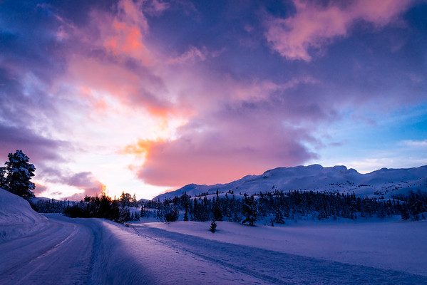 Colour of a sunrise near Gaustatoppen (II)
